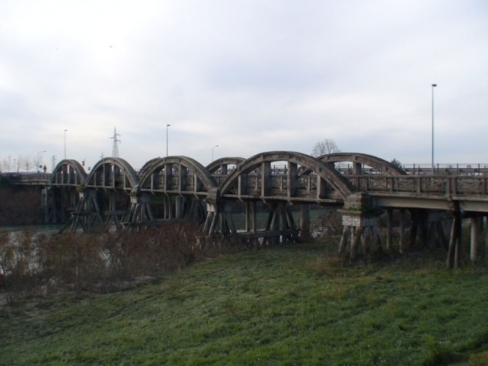 Repair and renovation of a pedestrian-cycling bridge over the Livenza River